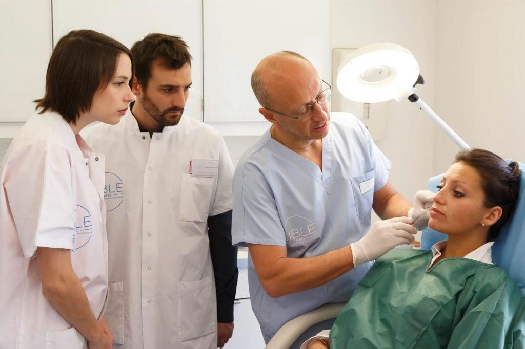 Dr Aknin enseigne la médecine esthétique